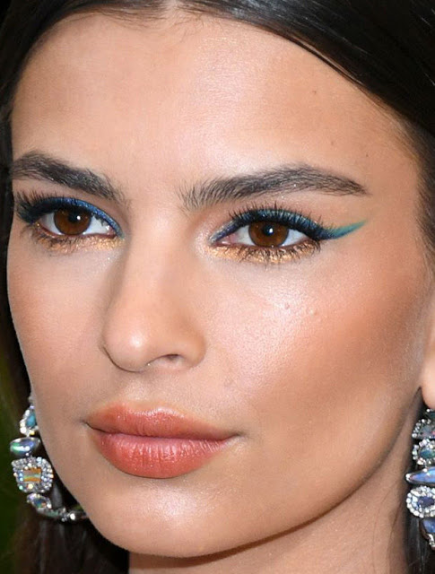 emily-ratajkowski-met-gala-2017-close-up
