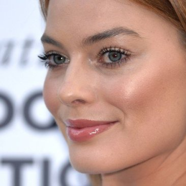 margot robbie labio natural