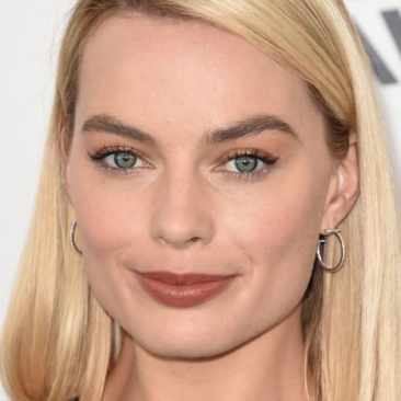 margot-robbie-skincare-routine-1