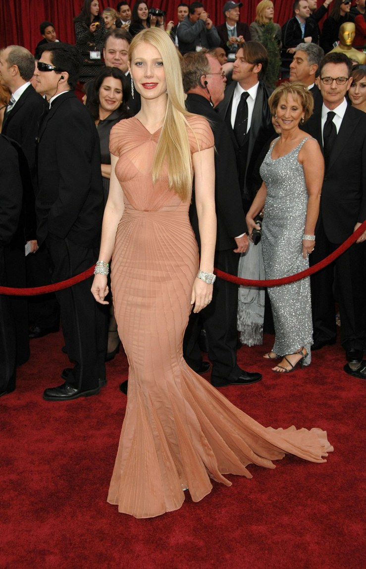 fashion-2015-12-gwyneth-paltrow-peach-zac-posen-gown-oscars-2007-main